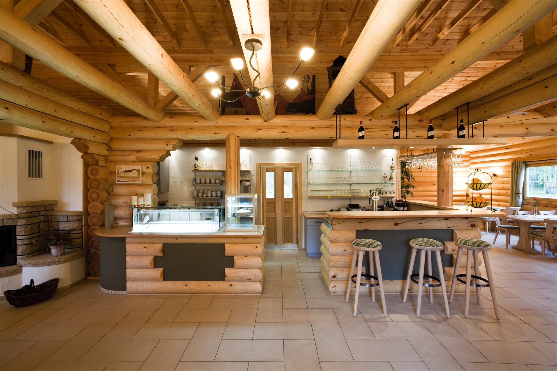 Blockhaus rathenow ladenbau und ladeneinrichtung for Blockhaus innen modern